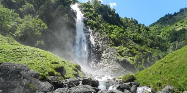 La cascata di Parcines dalla stazione a valle della Funivia Monte Tessa