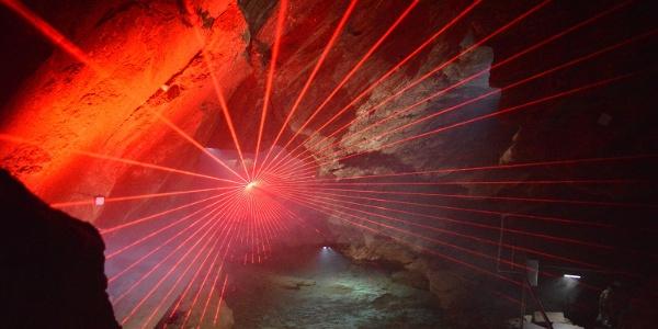 Lasershow in der Drachenhöhle