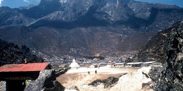 """Das """"Stadttor"""" von Khumjung"""