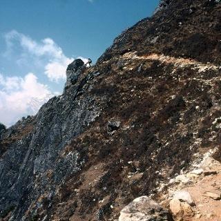Anstieg von Phortse 3840m auf ~4025m.