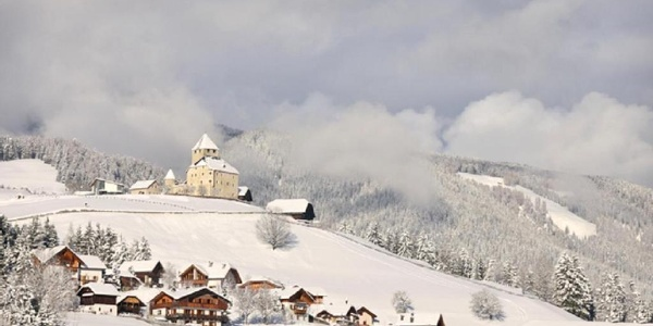 View of San Martino in Badia / St. Martin in Thurn and castle Tor from the trail