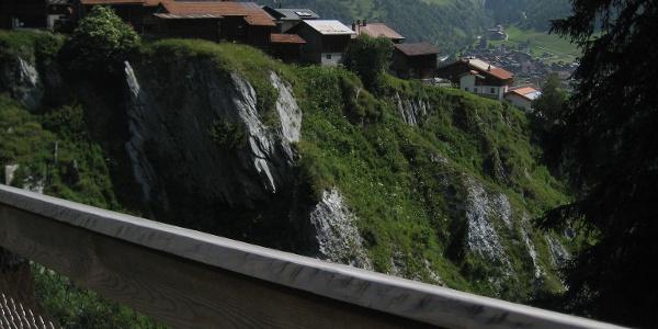 Hängebrücke und Mutschnengia