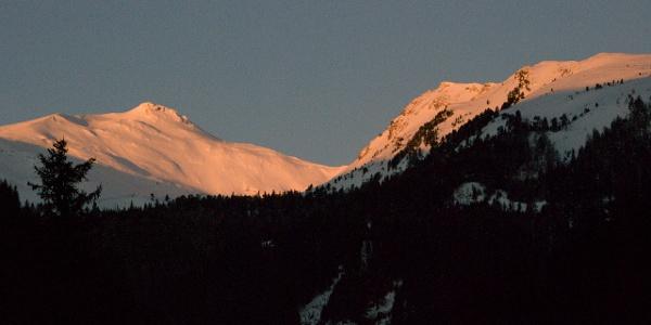 Der Großhansl (links) im ersten Morgenlicht
