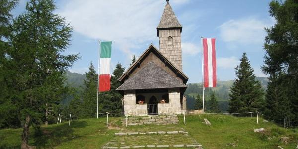 Die Kapelle am Nassfeldpass als Gedenkstätte der Gebirgsfront