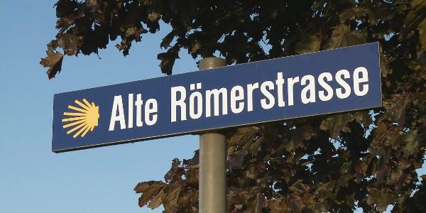 Weite Strecken verläuft der Jakobsweg auf historischen Trassen