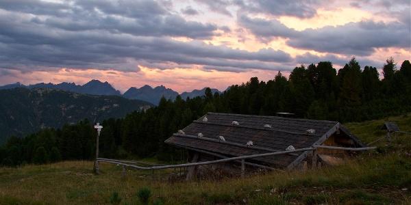 Baita Armentagiola al tramonto
