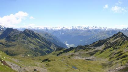 Panorama sur le Kreuzjochsattel (2380 m) et plus bas sur le col Furkla  (1945 m)