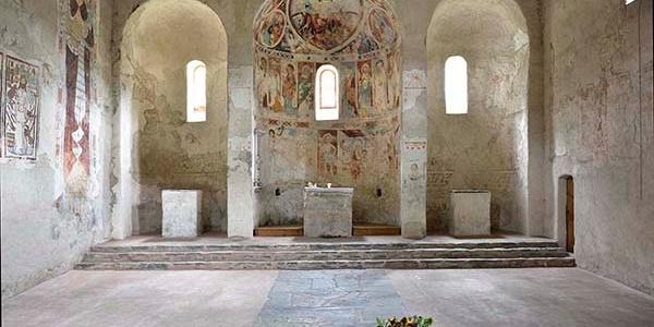 Die drei Apsiden in der Kirche St. Peter in Mistail