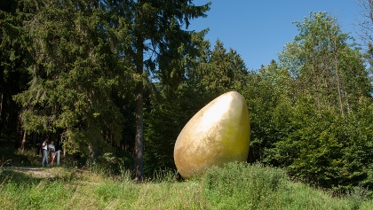 """Skulptur """"Was war zuerst?"""""""