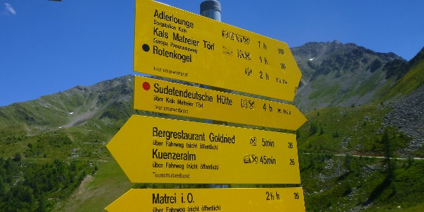 "Wegweiser im Nationalpark ""Hohe Tauern"""