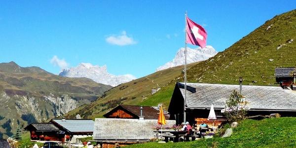 Berggasthaus Edelweiss inmitten der St. Antönier Bergwelt