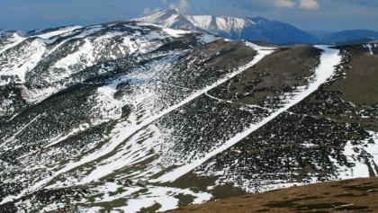 Nördliche und südliche Predigtstuhl-Westrinne – Schneeberg mit Bockgrube im Hintergrund (21.5.2014)