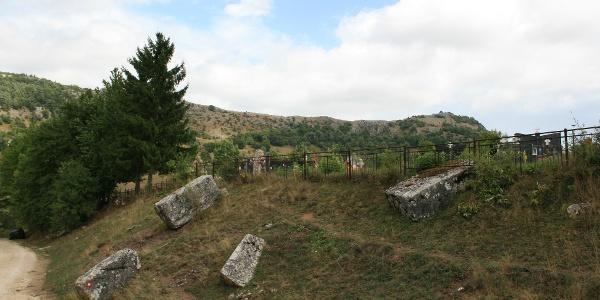necropolis and cemetery in Vlaholje