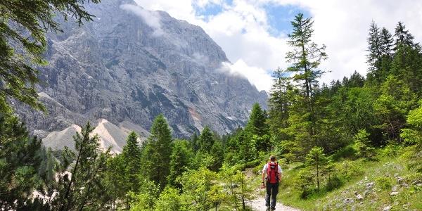 1. Tag: Auf dem Weg zur Reintalangerhütte: Der Hochwanner lässt grüßen