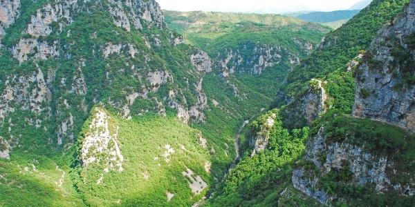 Die Vikos-Schlucht von Kloster Paraskevi aus