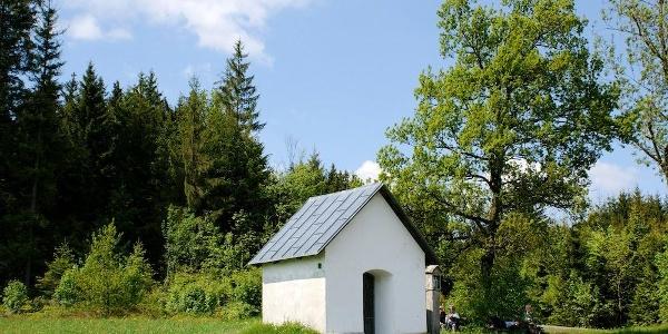 Meinstorf-Kapelle am Beginn es Abstiegs