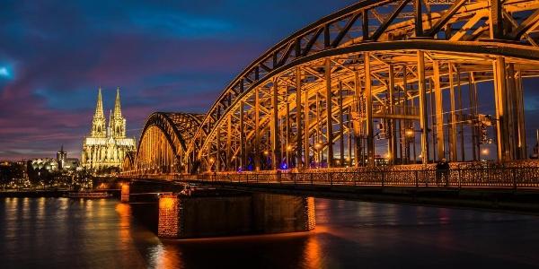 Der Kölner Dom am Rheinufer