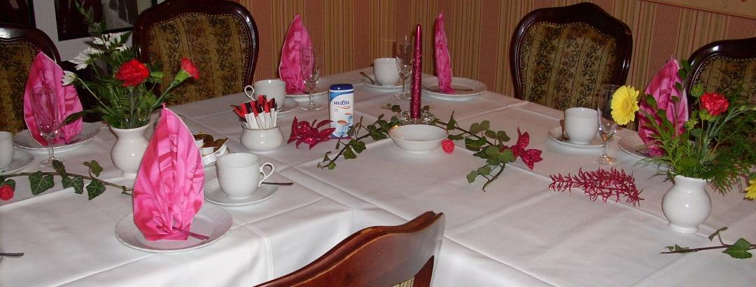 Festtafel im Café Charleston