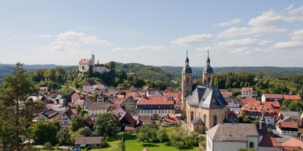 Die Burg Gößweinstein im Hintergrund
