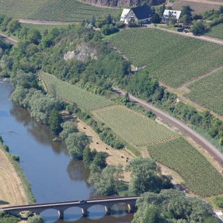 Die ehemalige Weinbaudomäne inmitten der Weinberge