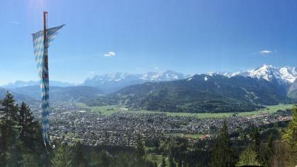 Aussicht auf Garmisch von der Berggaststätte St. Martin am Grasberg