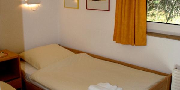 Betten in einem Bungalow der Ferienanlage Hörster Horst
