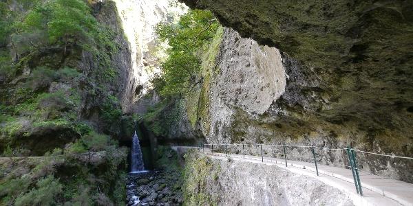 Der Wasserfall an der Levada Nova