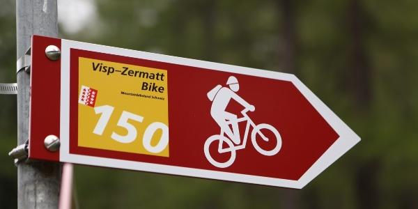 Balisage le long de la piste pour vtt de Zermatt à Viège