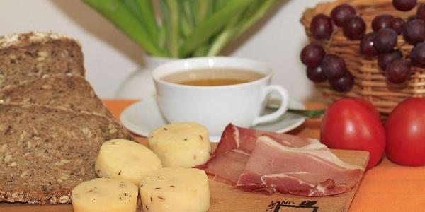 Brot, Käse und Schinken  - Leckereien aus Nieheim