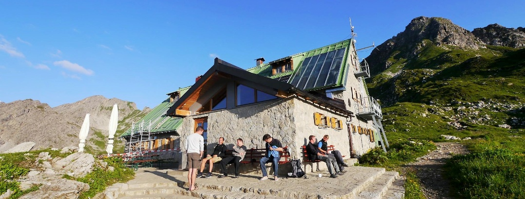 Sunbathing at the Mindelheimer hut