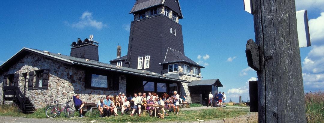 Die Hanskühnenburg ist ein beliebtes Ziel für Wanderer.