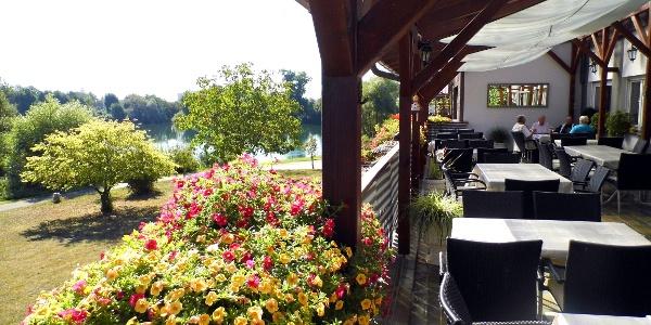 Zum Anglersee Restaurant Im Fischerheim In Ketsch Restaurant