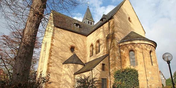 Kirchenrundling und Stiftskirche