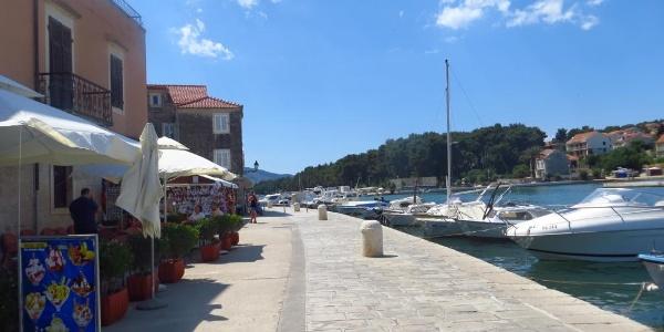 Hafengelände von Stari Grad