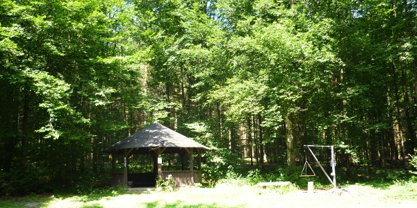 Hütte mit Rastplatz