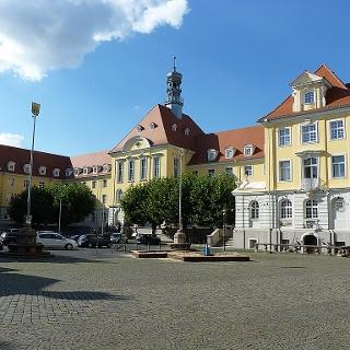 Rathaus, Markthalle und Kuratorium
