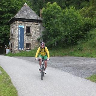 Glocknerradweg R8 in Räuflach, beim Eingang zur Groppensteinschlucht