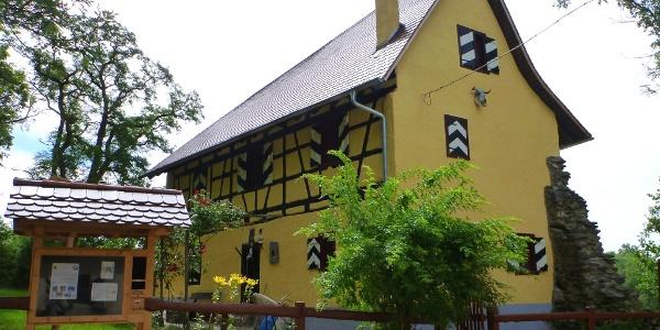 Pfadfinderheim am Fuß des Hohenkrähen