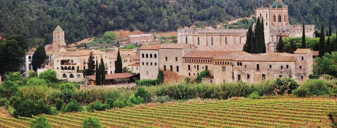 Preciosos lugares en los senderos en Cataluña