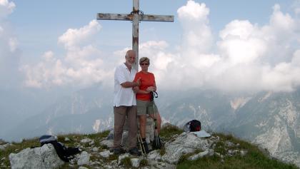 Am Gipfelkreuz des Somdogna