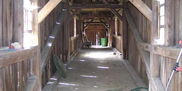 Die alte Holzgedeckte Brücke über die Weida