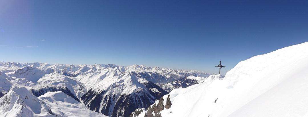 Gipfelkreuz von der Lobspitze vom Silbertal im Montafon
