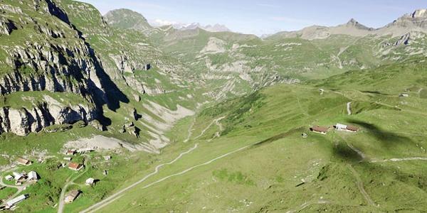 Die Alp Chinzertal ennet dem Kinzigpass