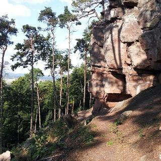 Blick auf Felsmassiv bei Heidenfels