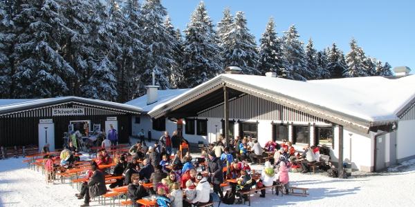 Hüttengaudi im Skigebiet Sahnehang