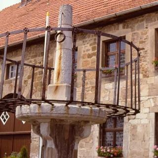 Schandpfahl-Pranger vor Marsberger Rathaus
