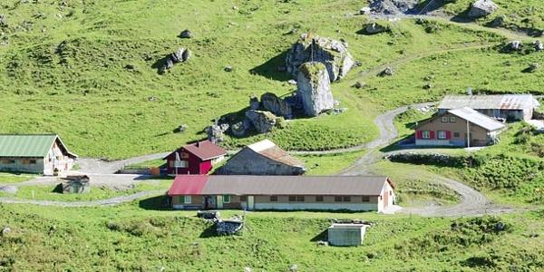 Die Hütten der Alp Rindermatt ennet dem Chinzig