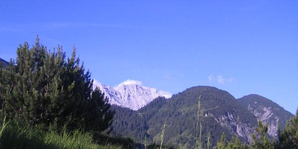 Blick Richtung Zunterköpfe und Kaisersäule mit dem Bettelwurf im Hintergrund