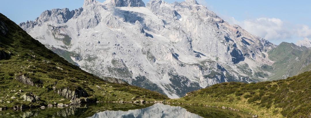 Tobelsee im Hintergrund Drei Türme