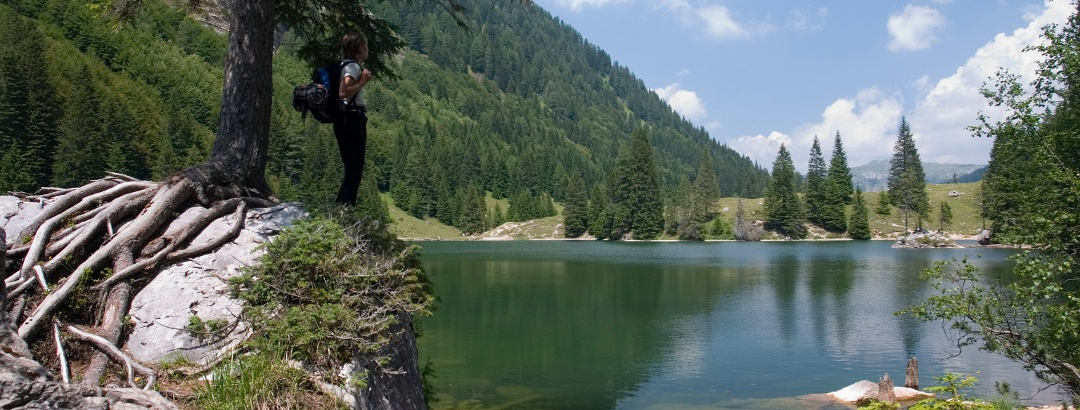 Escursionista al lago di Valagola